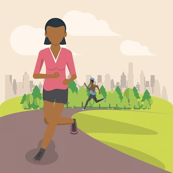 Фитнес женщина работает в парке
