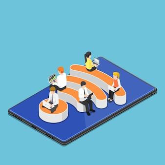 디지털 태블릿의 wi-fi 핫스팟 아이콘에 앉아 노트북을 사용하는 평평한 3d 아이소메트릭 비즈니스 사람들. wi-fi 핫스팟 무선 네트워크 및 인터넷 연결 개념입니다.