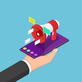 손에 확성기를 들고 스마트폰을 들고 있는 평평한 3d 아이소메트릭 사업가. 모바일 마케팅 및 디지털 광고 개념입니다.