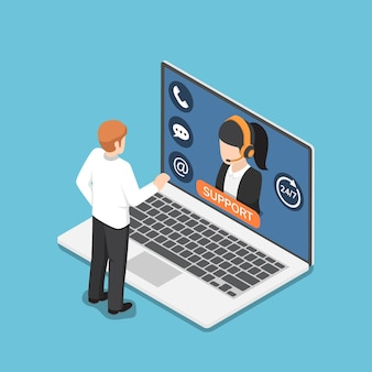 Плоские 3d изометрические бизнесмен, стоя перед ноутбуком с онлайн-обслуживанием клиентов. концепция поддержки клиентов.