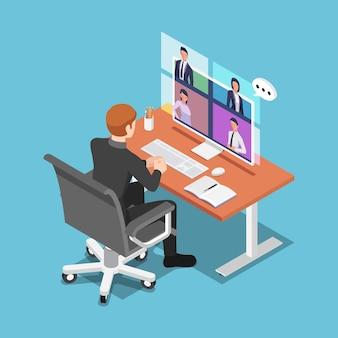Плоский 3d изометрический бизнесмен разговаривает со своими коллегами по видеоконференции