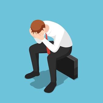 平らな3dアイソメトリック落ち込んだビジネスマンfacepalmまたは手で彼の顔を覆うビジネスブリーフケースに座っています。事業の失敗と解雇された概念。
