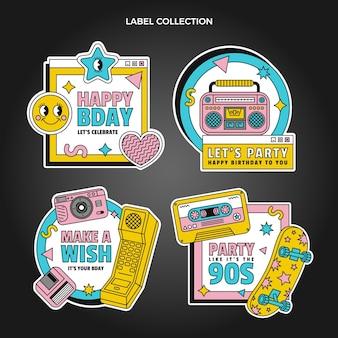 Etichetta e distintivi di compleanno nostalgici degli anni '90 piatti