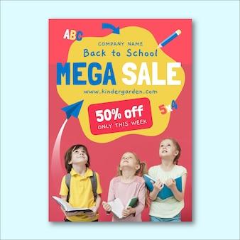 Modello di volantino di vendita verticale di ritorno a scuola piatto con foto
