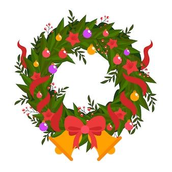 Плоский рождественский венок и золотые колокольчики