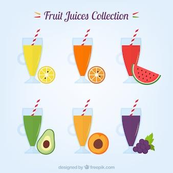 Collezione di vetri con gustosi succhi di frutta