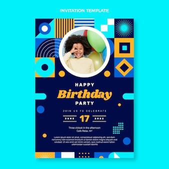 フラットデザインのモザイクの誕生日の招待状