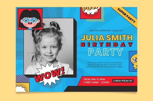 Приглашение на день рождения супергероя в плоском дизайне с фотографией