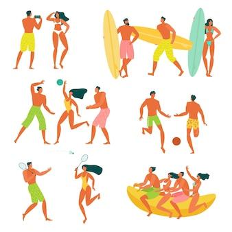 フラットなデザインの若い男性と女性がビーチでリラックス