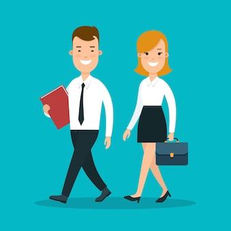 Piatta giovani uomini d'affari felici che camminano in modo sincrono