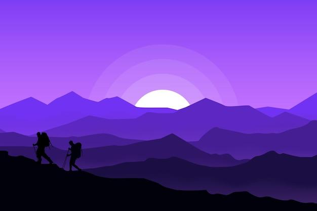 평평한 풍경 밤에 아름다운 산악인