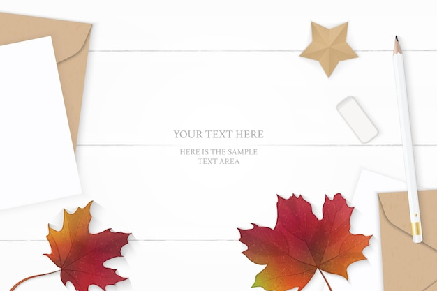 Плоский вид сверху элегантный белый состав письмо крафт-бумага конверт осенний кленовый лист карандаш ластик и корабль в форме звезды на деревянном фоне.