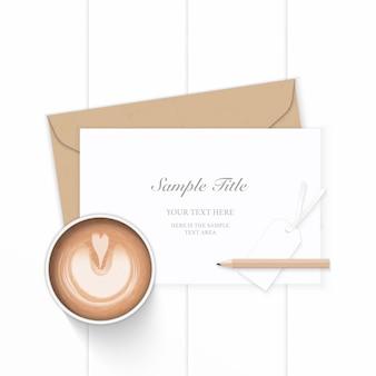 フラットレイトップビューエレガントな白い構成文字クラフト紙封筒鉛筆と木製の背景にコーヒー。