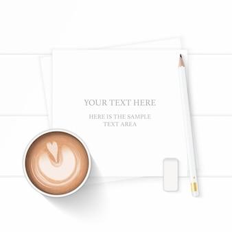 フラットレイトップビューエレガントな白い組成紙コーヒードリンクと木製の背景に鉛筆消しゴム。