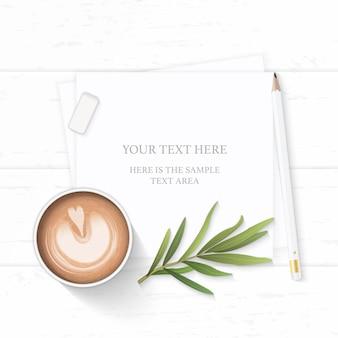 フラットレイトップビューエレガントな白い構成紙コーヒードリンクタラゴンの葉と木製の背景に鉛筆消しゴム。