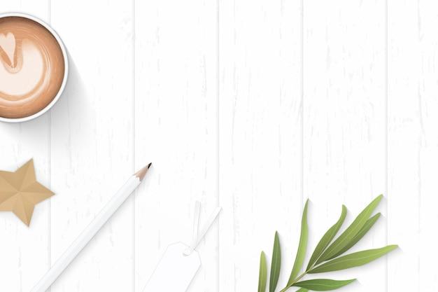 フラットレイトップビューエレガントな白い構成紙コーヒー鉛筆タグタラゴンの葉と木製の背景にスタークラフト。