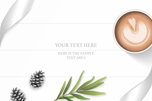 フラットレイトップビューエレガントな白い構成シルバーリボン松ぼっくりタラゴンの葉と木製の床の背景にコーヒー。