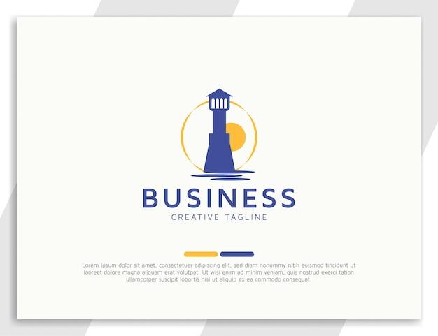 Плоский океанский маяк, здание логотипа с закатом