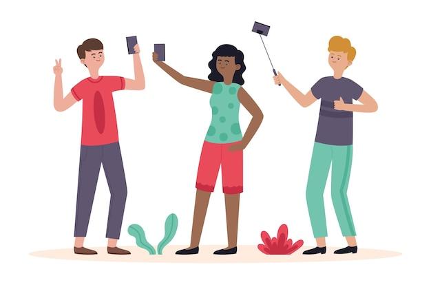 携帯電話で写真を撮る平らな人