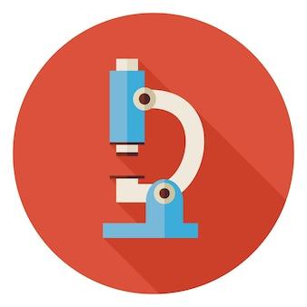 긴 그림자 있는 평면 과학 및 의학 실험실 현미경 원형 아이콘입니다. 학교 및 교육 벡터 일러스트 레이 션 돌아가기. 다채로운 실험실 기술 장비입니다. 생물학 물리학 및 연구 대상.