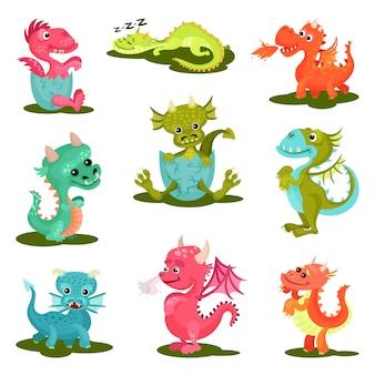 かわいい赤ちゃんドラゴンのフラットセット。神話上の生き物。翼、角、長い尾を持つ幻想的な動物
