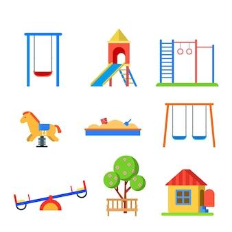 플랫 스타일의 현대 어린이 놀이터 세트. 슬라이드 시소 벽 바 샌드 박스 벤치 봄 목마