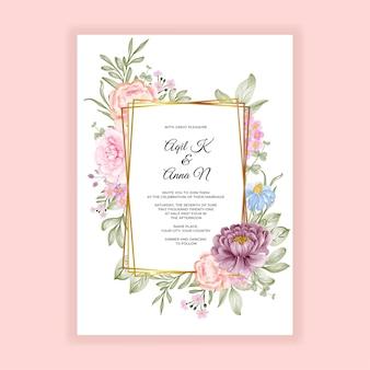ピンクの紫色の花と花のフレームの結婚式の招待カード