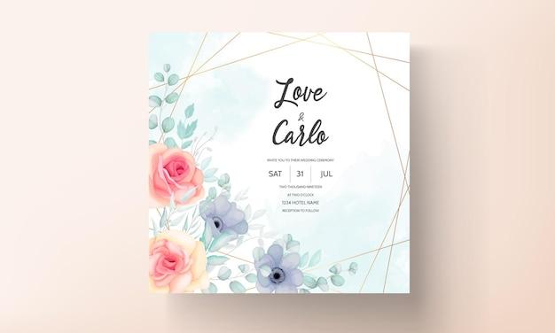 Цветочный шаблон свадебного приглашения с красивыми цветами и листьями