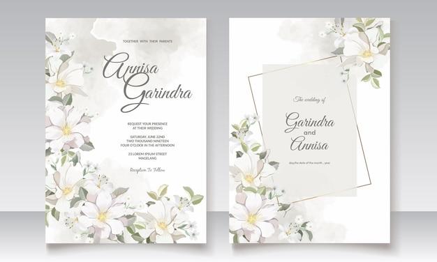 白い花と葉で設定された花の結婚式の招待状のテンプレート
