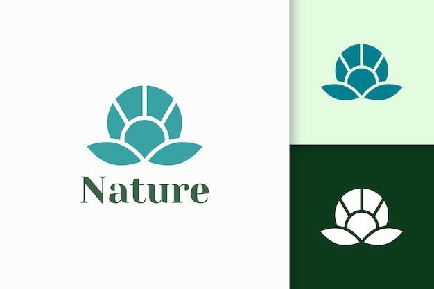 건강과 아름다움을 위한 추상적인 모양의 꽃 로고