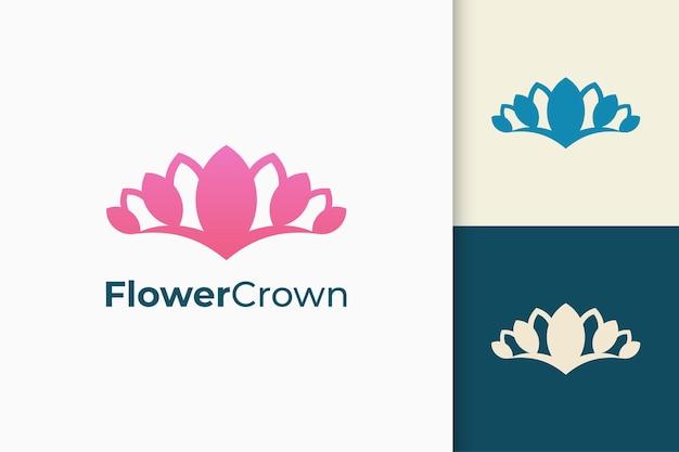 美容や化粧品のための豪華でエレガントな花や自然のロゴ