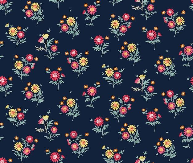 濃い青に小さな色とりどりの花で花模様。頭が変なスタイル。ヴィンテージの花の背景。デザインとファッションのプリントのシームレスなパターン。