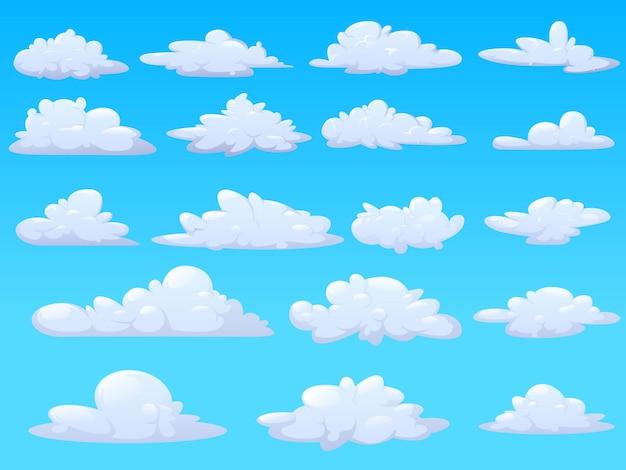 Парящие в воздухе пушистые облака разной формы