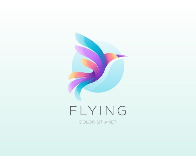 飛んでいる鳥のロゴ。カラフルなグラデーションの鳥のロゴアイコン