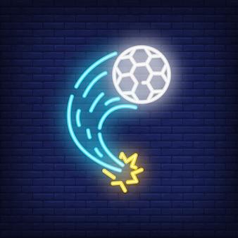 レンガの背景に飛んでサッカーボール。ネオンスタイルのイラスト。サッカー、キック、ゴール。