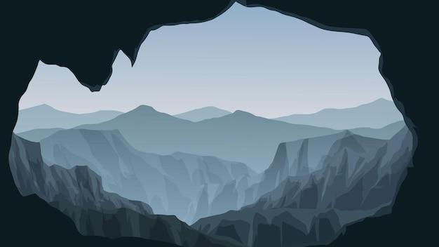 洞窟からの霧深い山の景色