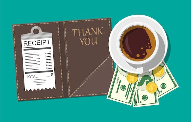 Папка с наличными монетами и чеком кассира. кофейная чашка