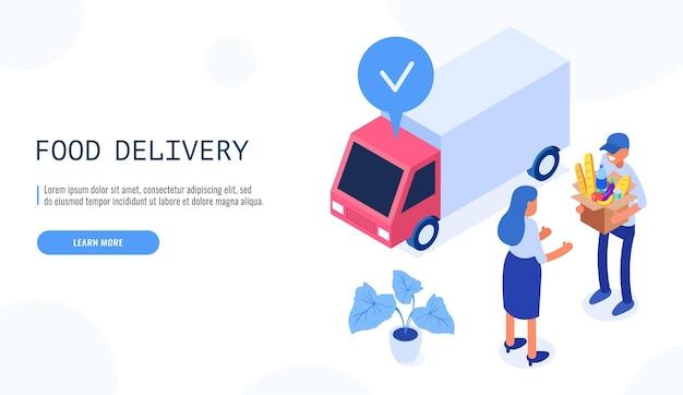 음식 배달 서비스 개념. 배달원은 여성 고객에게 음식이 담긴 상자를 제공합니다.