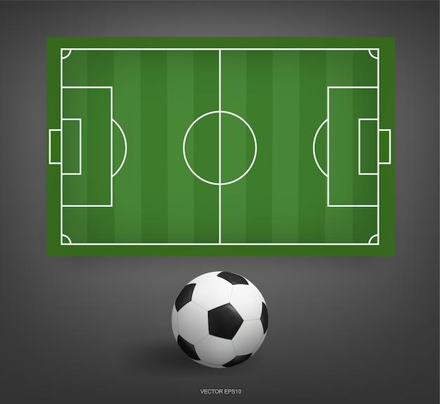 サッカー場またはサッカーボールとサッカー場の背景