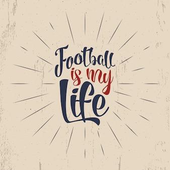 サッカータイポグラフィレトロポスター。サッカーオーバーレイ、トーナメントのロゴ。サッカーは私の人生ですプレゼンテーション、パンフレット、スポーツ用品、web、プリントtシャツ、スポーツアイデンティティのレトロなデザインをレタリングする手。