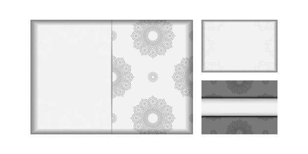 당신을 위해 검은색 만다라 패턴이 있는 흰색 엽서 디자인. 텍스트와 장식품을 위한 공간이 있는 초대 카드 디자인.