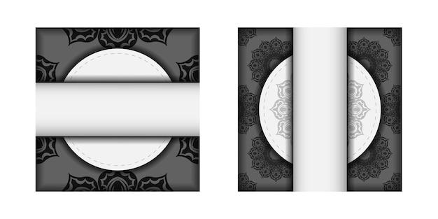 당신을 위해 검은색 만다라 패턴이 있는 흰색의 인쇄 가능한 디자인 엽서 템플릿. 텍스트와 장식품을 위한 장소가 있는 초대장을 준비합니다.