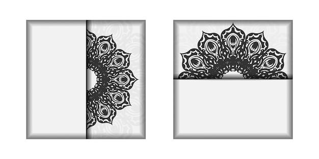 검은색 만다라 장식이 있는 흰색 엽서 디자인을 인쇄할 준비가 되었습니다. 텍스트 및 패턴을 위한 공간이 있는 초대 템플릿입니다.