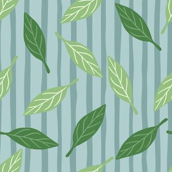 緑の抽象的な葉の飾りとシームレスなパターンで落ちる森の葉。青い縞模様の背景。生地のデザイン、テキスタイルプリント、ラッピング、カバーに最適です。ベクトルイラスト。