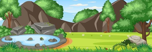 많은 나무와 연못이 있는 숲 파노라마 풍경 장면