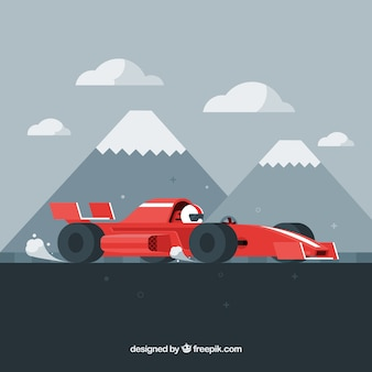 Гоночный автомобиль формулы 1 перед горами