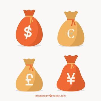 Quattro sacchetti di denaro con valute diverse