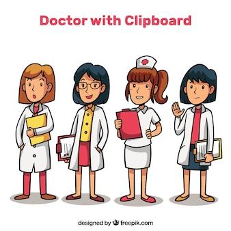 4人の女性医者クリップボード