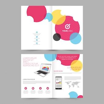 Quattro pagine brochure, disegno del modello con illustrazione del computer portatile e smartphone per il concetto di business.