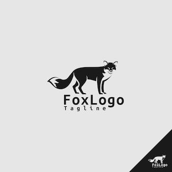 Логотип fox со стилем силуэта и прицелом со стороны в ожидании концепции
